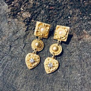 Vintage baroque gold tone pearl earrings w heart